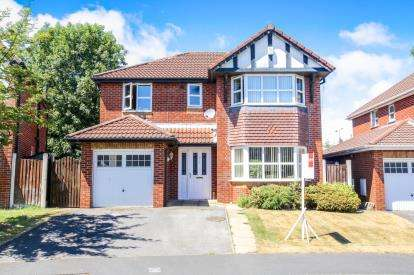 4 Bedrooms Detached House for sale in Lytham Drive, Winsford, Cheshire, United Kingdom