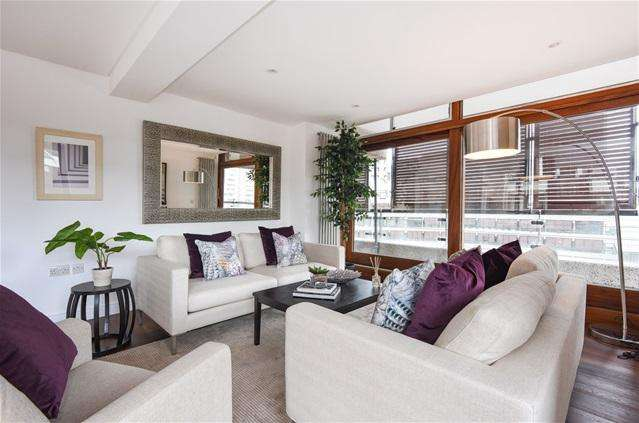 3 Bedrooms Flat for sale in Frobisher Crescent, Barbican