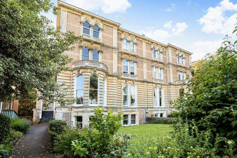 2 Bedrooms Flat for sale in Overlooking Clifton College playing fields