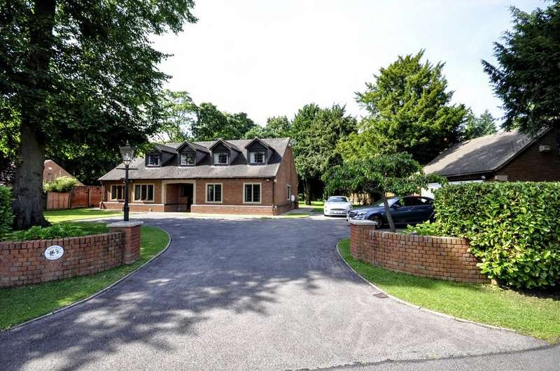 4 Bedrooms Detached House for sale in Manor Park, Kings Bromley