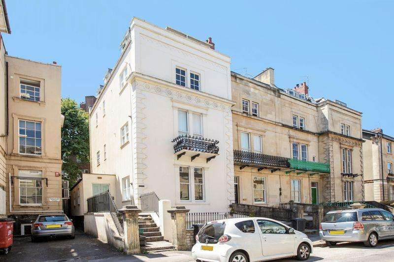 2 Bedrooms Flat for sale in Westbourne Place, Clifton, Bristol