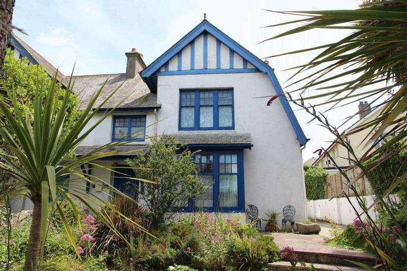 4 Bedrooms Property for sale in Porth Way, Newquay