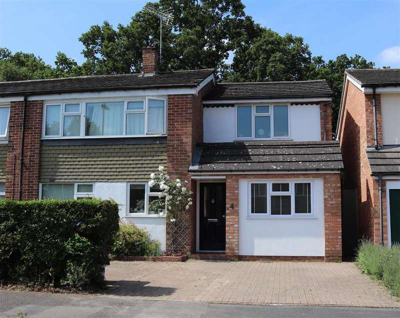 4 Bedrooms Semi Detached House for sale in Romayne Close, Farnborough