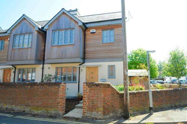 3 Bedrooms Semi Detached House for sale in Ringwood, Hampshire