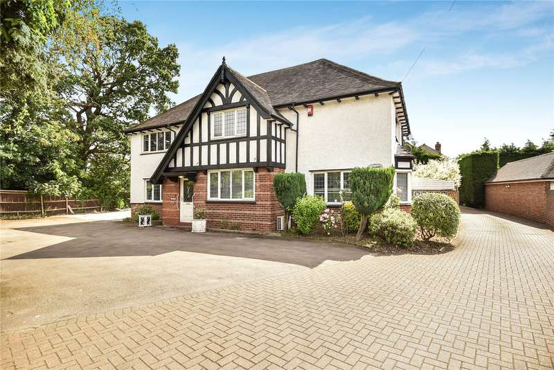 5 Bedrooms Detached House for sale in Park Road, Uxbridge, Middlesex, UB8