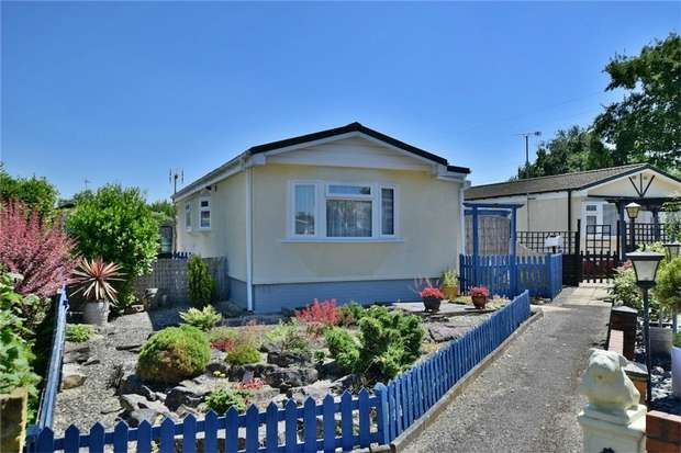 2 Bedrooms Park Home Mobile Home for sale in Firs Drive, SLOUGH, Buckinghamshire
