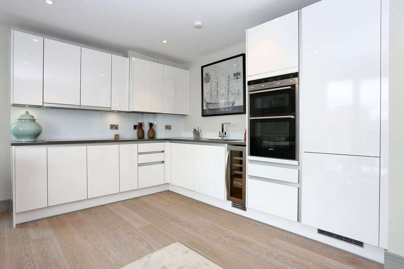2 Bedrooms Apartment Flat for sale in Calico West, Clove Hitch Quay, Battersea, SW11