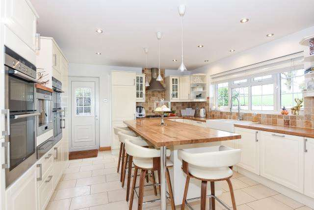 4 Bedrooms Detached House for sale in Allensmore,, Hereford, HR2