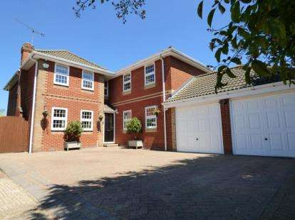 4 Bedrooms Detached House for sale in Benfleet, Essex