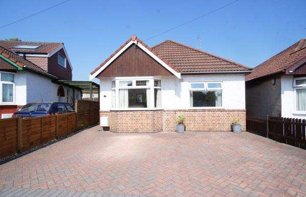 2 Bedrooms Bungalow for sale in Salisbury Gardens, Downend, Bristol, BS16 5RE