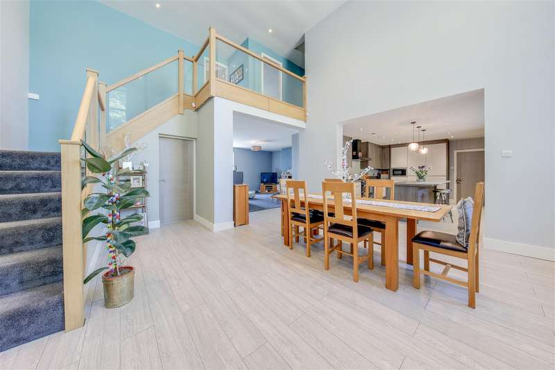 4 Bedrooms Detached House for sale in Back Lane, Rising Bridge, Accrington