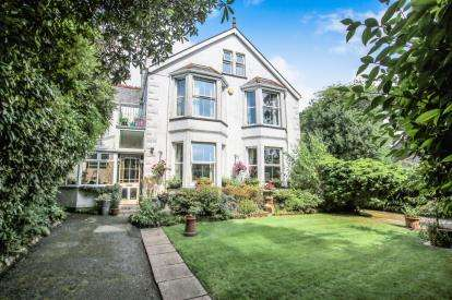 5 Bedrooms Detached House for sale in Bugle, St Austell, Cornwall