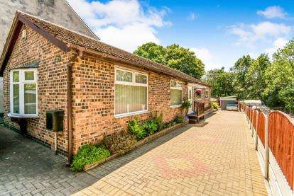 4 Bedrooms Bungalow for sale in Manchester Road, Hyde, Greater Manchester, United Kingdom