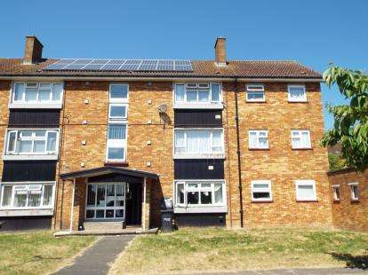 2 Bedrooms Flat for sale in Duncombe Close, Luton, Bedfordshire, England