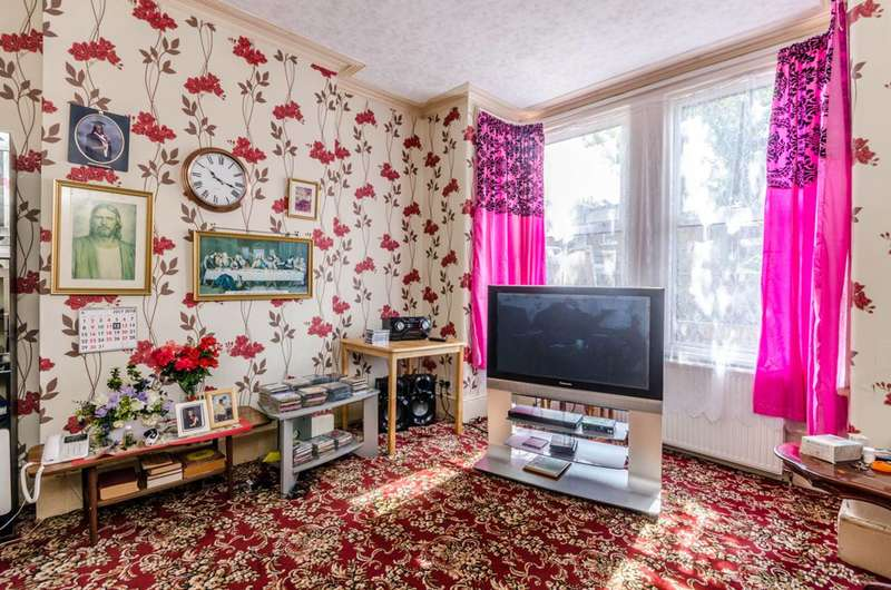 3 Bedrooms House for sale in Norfolk Road, Colliers Wood, SW19