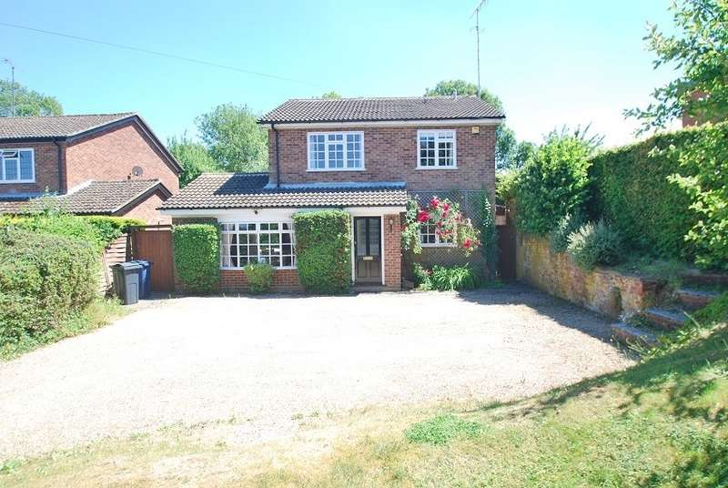4 Bedrooms Detached House for sale in Whielden Lane, Winchmore Hill, HP7