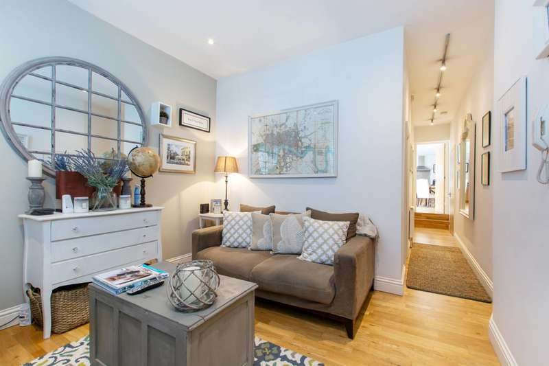 1 Bedroom Flat for sale in Battersea Rise, Between the Commons, SW11