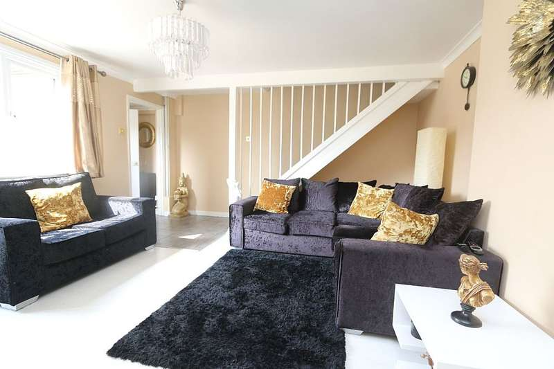 3 Bedrooms Semi Detached House for sale in Ilbury Close, Shinfield, Reading, Berkshire, RG2 9DE