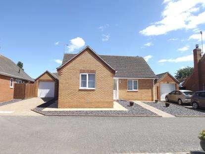 3 Bedrooms Bungalow for sale in West Clacton, Essex