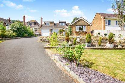 3 Bedrooms Bungalow for sale in Orchard Rise, Tilsdown, Dursley, Gloucestershire