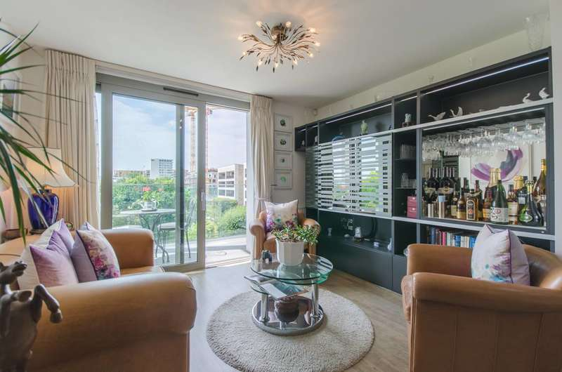 3 Bedrooms Flat for sale in Booth Road, Royal Docks, E16