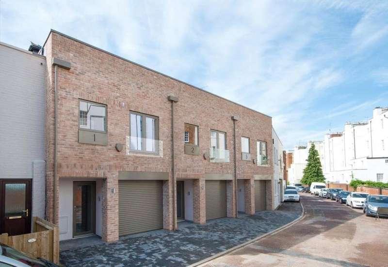 2 Bedrooms Terraced House for sale in Lansdown Crescent Lane, Lansdown, Cheltenham, GL50