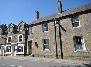 3 Bedrooms House for sale in High Street, Sturminster Newton, DT10 2LN