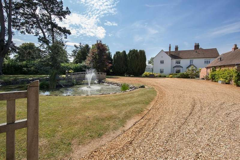 3 Bedrooms Detached House for sale in Jacobean Lane, Knowle