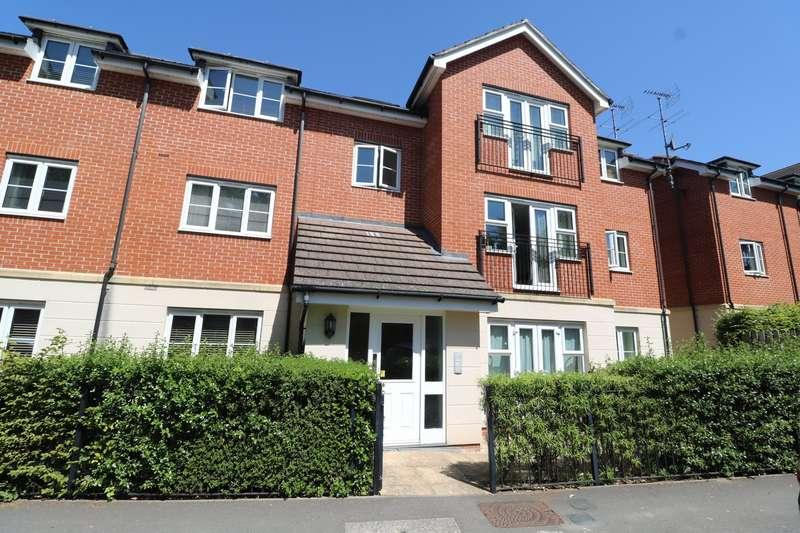 2 Bedrooms Apartment Flat for sale in Waterloo Road, Crowthorne, Berkshire, RG45