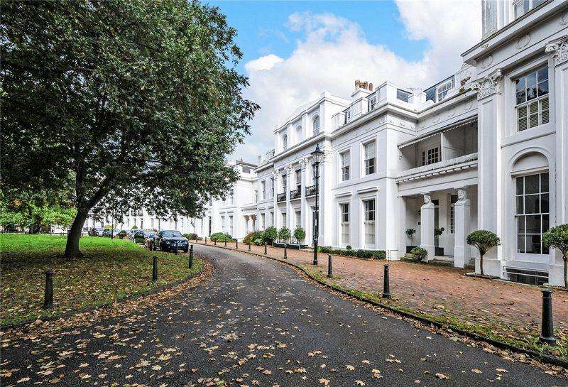 6 Bedrooms Town House for sale in Park Crescent, Worthing