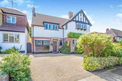 5 Bedrooms Detached House for sale in Parkside Drive, Watford, Hertfordshire, .