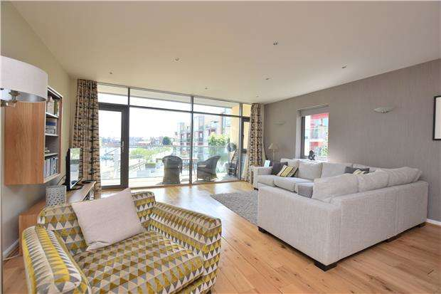 1 Bedroom Flat for sale in Pennon Rise, Caledonian Road, BRISTOL