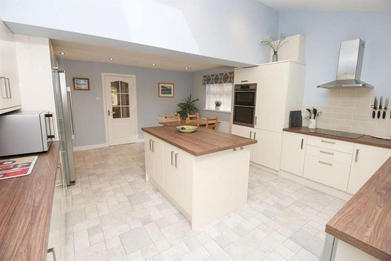 4 Bedrooms Town House for sale in Primrose Place, Low Fell, Gateshead