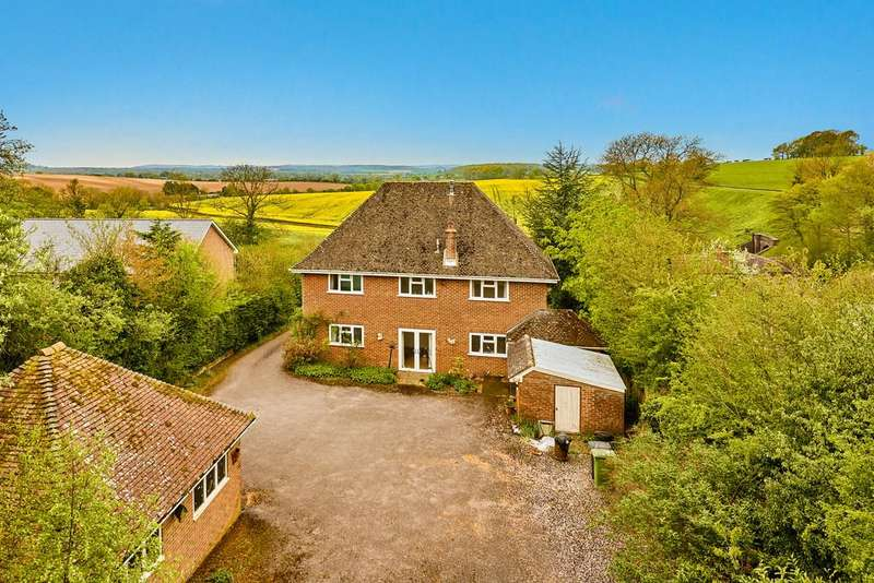 4 Bedrooms Detached House for sale in Gravel Lane, FOUR MARKS, Hampshire