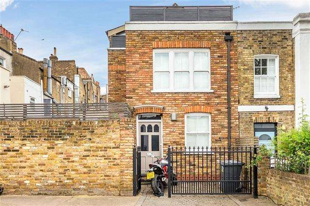 2 Bedrooms Terraced House for sale in Charteris Road, Finsbury Park