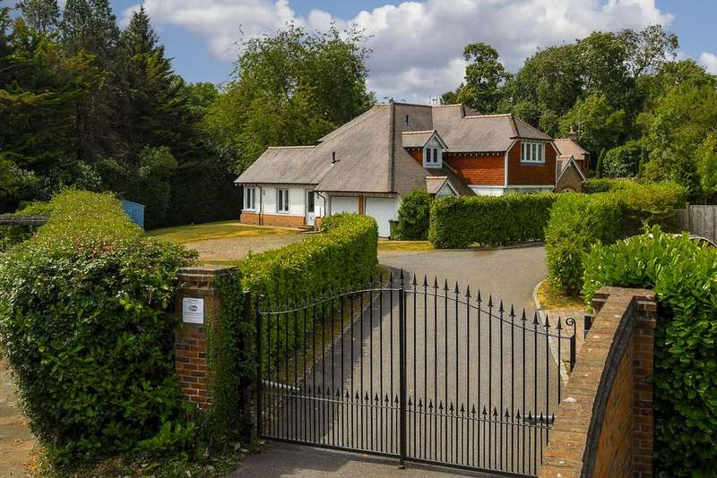 5 Bedrooms Detached House for sale in Coulsdon Lane, Chipstead, CR5