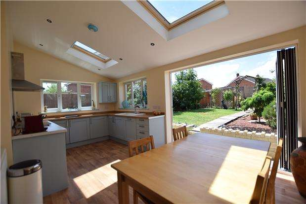 3 Bedrooms End Of Terrace House for sale in Norfolk Grove, BS31 2PG