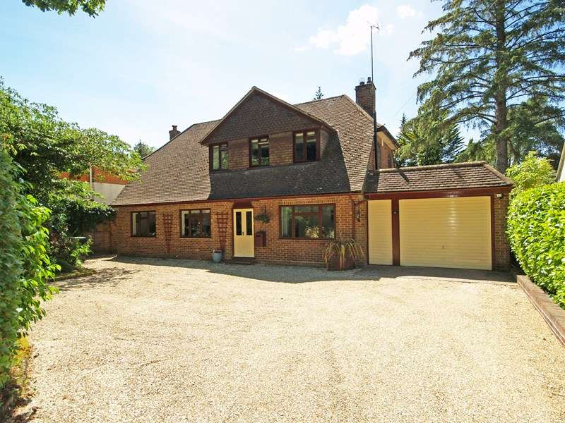 3 Bedrooms Detached House for sale in Hinton Wood Avenue, Highcliffe, Christchurch