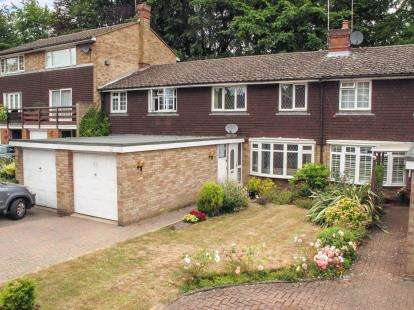3 Bedrooms Terraced House for sale in Beechwood Court, Dunstable, Bedfordshire, England