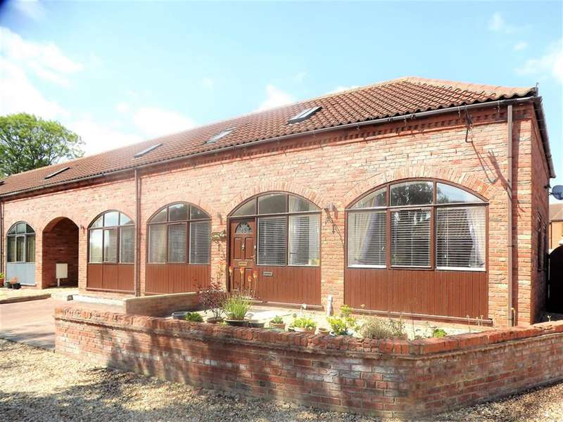 3 Bedrooms Semi Detached House for sale in Timberland Road, Martin, Lincoln, LN4 3QS