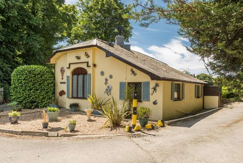 2 Bedrooms Cottage House for sale in Efailnewydd, Pwllheli, North Wales