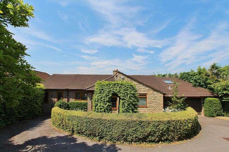 2 Bedrooms Detached Bungalow for sale in Wellsway, Keynsham, Bristol