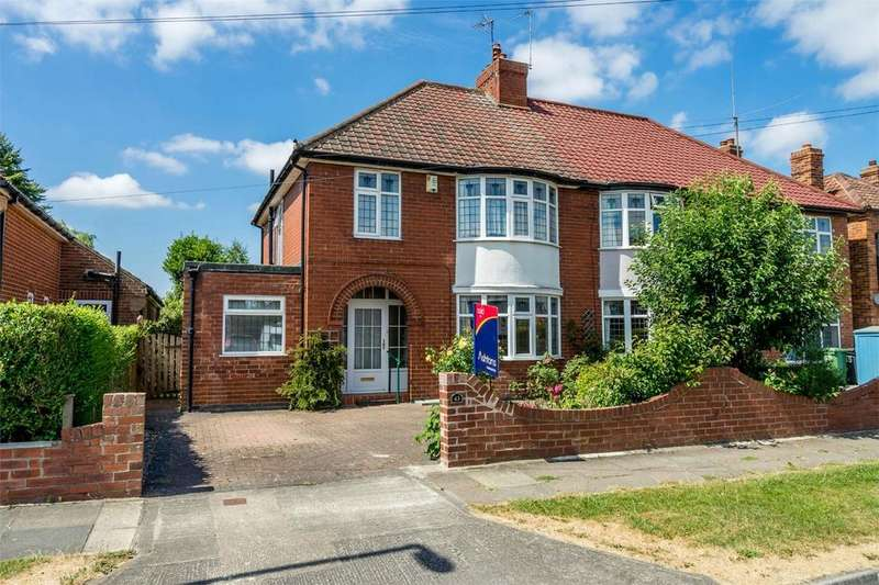 3 Bedrooms Semi Detached House for sale in Westlands Grove, Stockton Lane, York