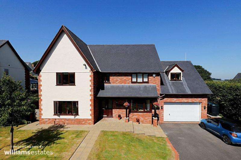 4 Bedrooms Detached House for sale in 3 Druids Close, Holywell