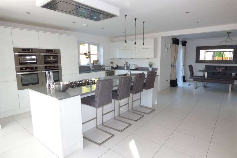 4 Bedrooms Detached House for sale in Manchester Road, Heywood, Greater Manchester, OL10