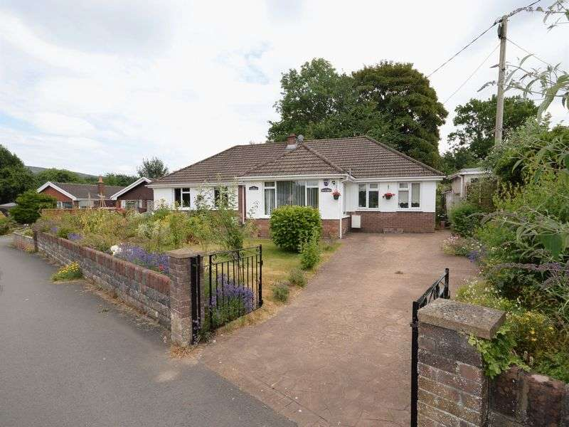 4 Bedrooms Property for sale in Glanmoor Gilwern, Abergavenny