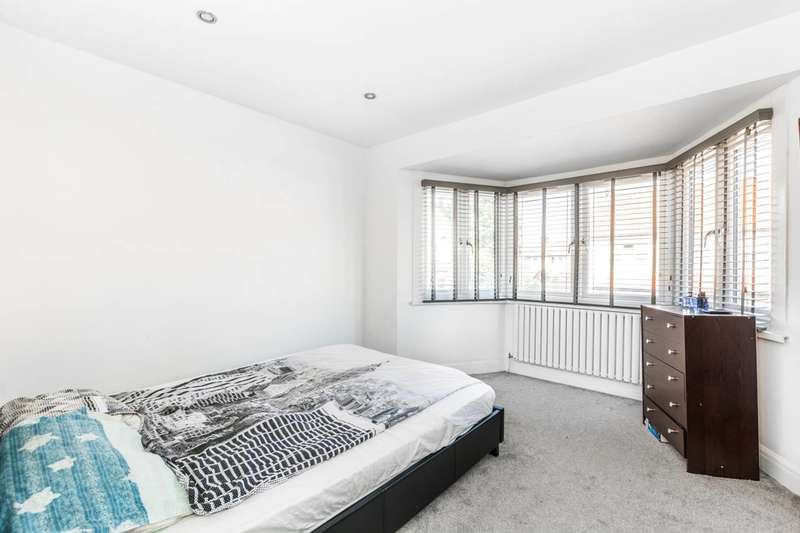 3 Bedrooms Terraced House for sale in Charlemont Road, East Ham, E6