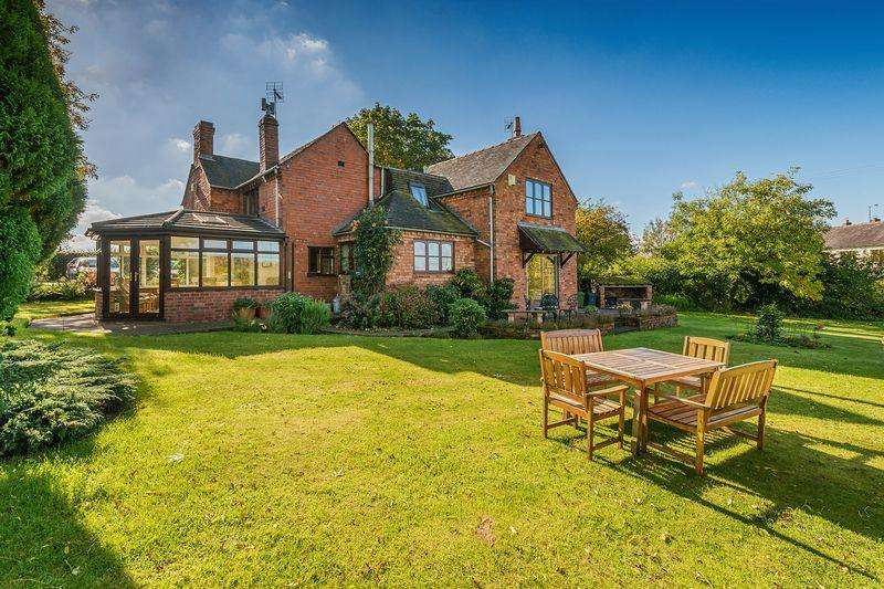 4 Bedrooms Detached House for sale in Pool Cottage, Radmore Lane, Gnosall, Staffordshire