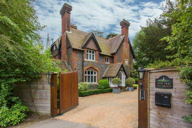 5 Bedrooms Detached House for sale in Langleybury, Hertfordashire