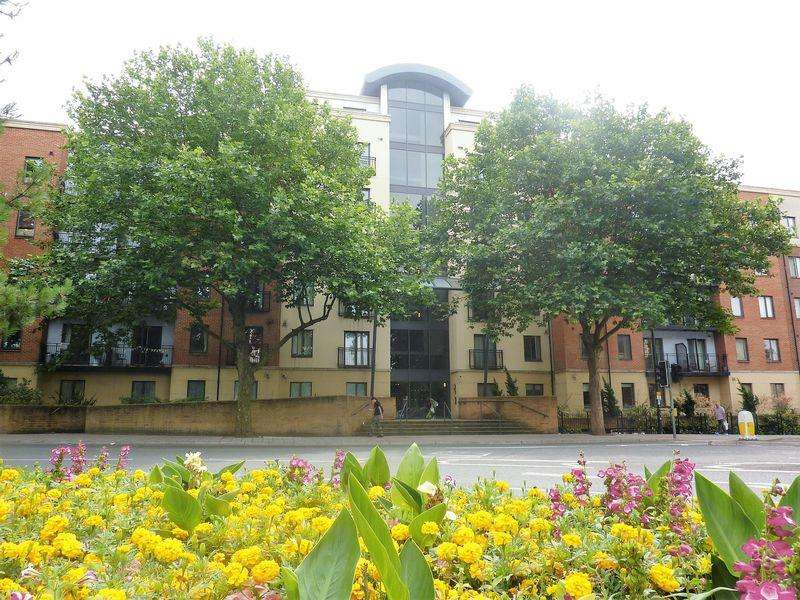 2 Bedrooms Apartment Flat for sale in Squires Court, Bedminster
